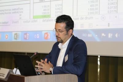 Decebal Popescu - coordonator Transport Academy, vorbind despre calculul corect al costurilor la Conferinta Tranzit Iași, 2018.